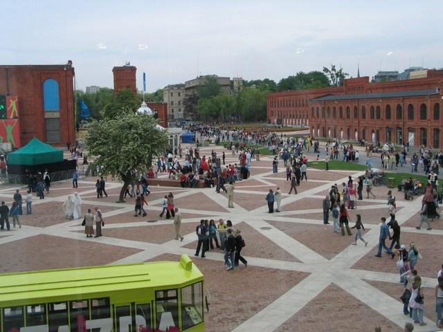 Lodz_Manufaktura_Centre2